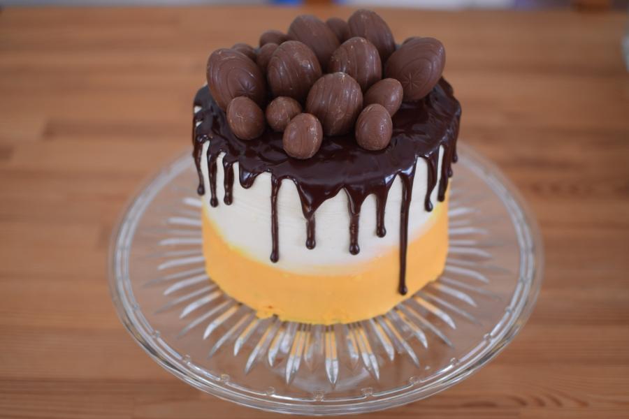 Cadbury Creme EggCake